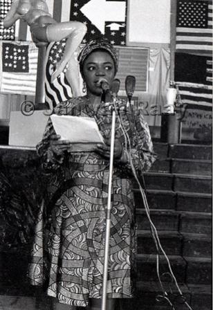 Faith Ringgold przemawiająca na otwarciu People's Flag Show / Fatih Ringgold's speech during the opening of the People's Flag Show, 1970