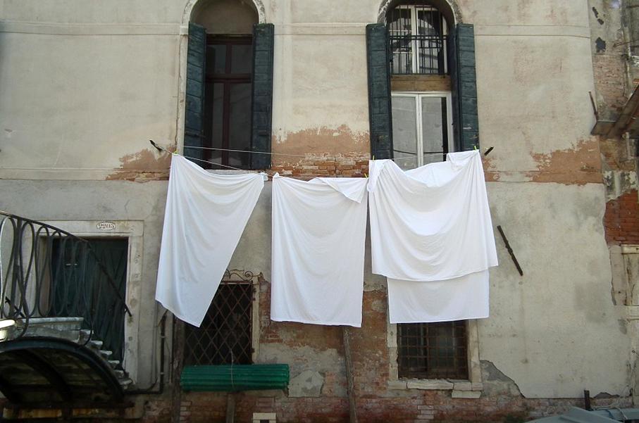 Pokój w praniu, fot. grupa Sprostowanie
