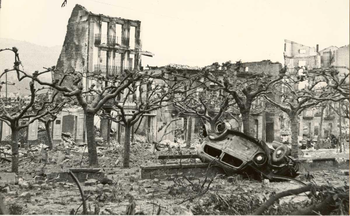 Guernika po bombardowaniu, 1937